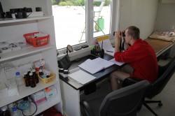 Pirita rannas töötab hooajalise vetelpäästjana ka Kuusalu Keskkooli 12. klassi õpilane Kari Seemel.