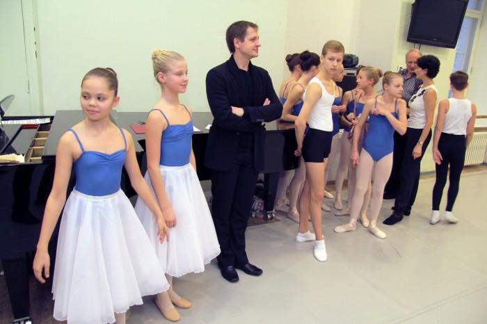 Balletikooli õpilased esitasid külalistele ligi tunniajase eeskava, mille kohta osati öelda ainult kiidusõnu.