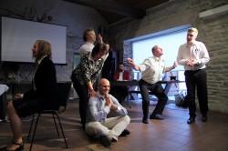 Selline on Eesti õpetajahariduse tulevikupilt – stseen improteatri lavastusest Eduko lõpukonverentsil.