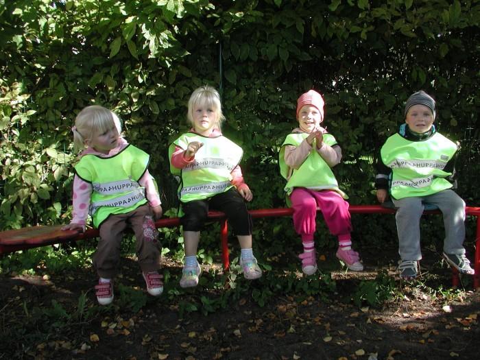 Pirita lasteaia kaksikud. Vasakult Victoria ja Rebeca, Anete ja Henri. Vennad Dominic ja Oliver sel päeval puudusid. Foto: Tiina Vapper
