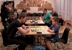 Tallinna Mustakivi lasteaia laste isade üks lemmiktegevus on sport, sealhulgas kabemäng. Fotod: erakogu