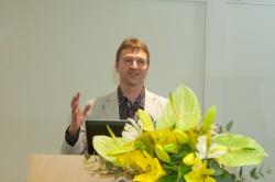 Valdur Mikita Rahvusraamatukogu emakeelepäeval esinemas.  Foto: Teet Malsroos (RR)
