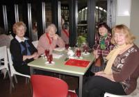 Endisi aegu meenutasid (vasakult) Maimu Roolaht, Õie Haavik, Hille Suursalu ja Mare Peil. Foto: Tiina Vapper