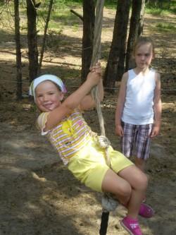 Lisandra (vasakul) ja Kristella ei ole vahele jätnud ühtki laagrisuve ja lubavad ka järgmisel suvel laagrisse minna.