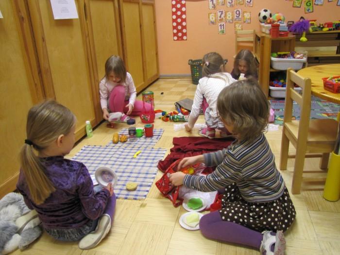 Tarkuste hoidise metoodika abil saab lapsi õpetada mitte näpuga näidates ja moraali lugedes, vaid mängu kaudu. Foto: Reelika Täht