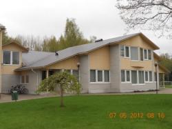 Koolimaja uus hoone valmis 2000. aastal.