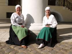 Katrin Hommik (vasakul) ja Marit Neering ootavad festivali avamist.