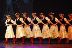Kullaketrajate repertuaaris on nii eesti kui ka teiste rahvaste tantse.