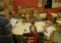 Et laps koolis hakkama saaks, tuleb teda viimases rühmas õpetada rohkem, kui õppekava ette näeb. Lasteaed ei jäta midagi tegemata, kuid koolide nõudmised lastele on väga suured, kurdavad lapsevanemad. Foto: Raivo Juurak