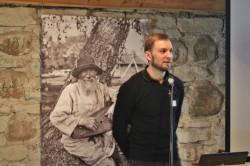 Eesti teatri- ja muusikamuuseumi juht Tanel Veermaa, kelle muuseumihuvi sai kunagi alguse just vabaõhumuuseumi külastusest, rõhutas tänapäeva muuseumis külastaja kaasamise olulisust.