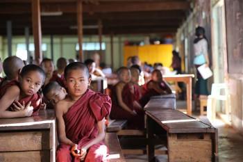 Budistlik kool. Kõik poisid teevad tavaliselt läbi pikema või lühema mungaks olemise perioodi. Budistlikes koolides saavad tavaliselt haridust kõige vaesematest peredest pärit lapsed. FOTO: TRIINU OSSINOVSKI