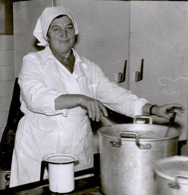 1980. aastatel podisesid potid pliidil nagu nüüdki, ainult et pottide materjal oli teine ja keelt paitavatest maitseainetest võis näha ainult und.