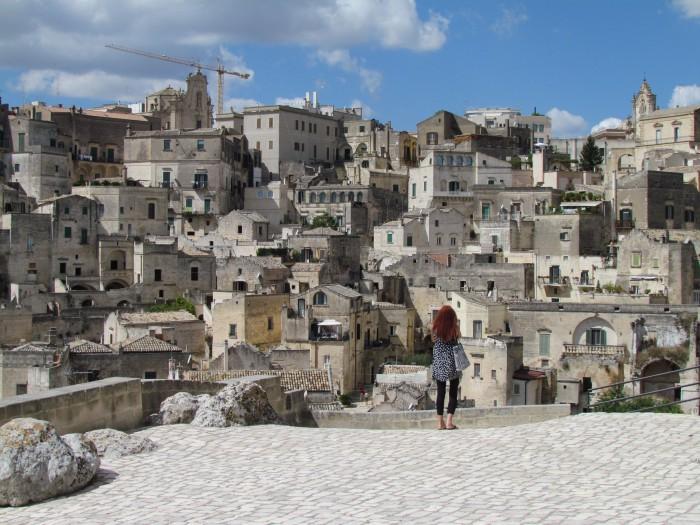Kunstnik ja raamatuillustraator Viive Noor meenutab erilist hetke Matera linnas Lõuna-Itaalias 2014. aasta sügisel. Veelgi erilisemaks muudab elamuse see, et see hetk õnnestus ka jäädvustada. Foto: Piret Mildeberg