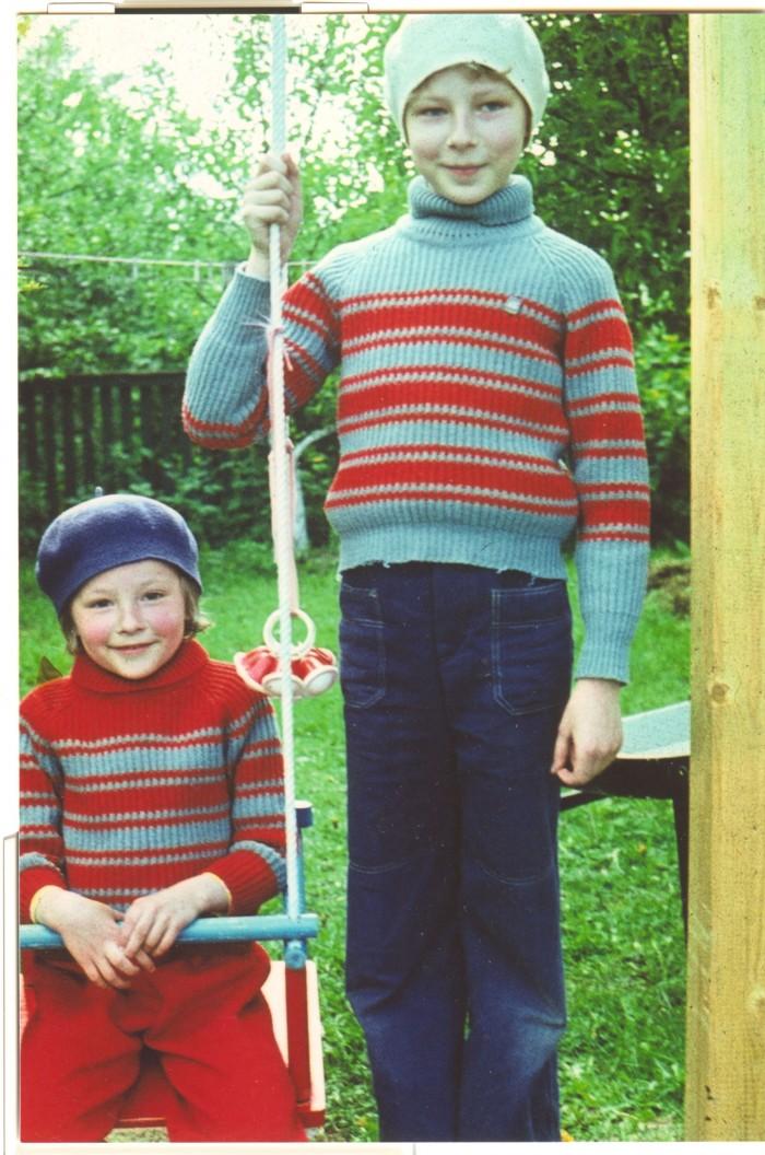 Teleajakirjanik ja lastekirjanik Kadri Hinrikus meenutab lapsepõlvesuvesid koos vend Indrekuga maal vanavanemate talus. Foto: erakogu
