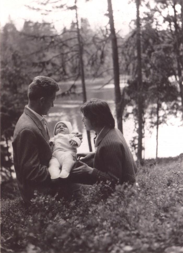 Kauaaegne raadioajakirjanik Mari Tarand meenutab üht ammust suve Aegviidus. Perepilt on tehtud pool sajandit tagasi, 1964. aastal.