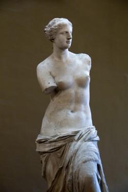 Aphrodite marmorkuju, nn Milose Venus, ca 220 eKr. Aphrodites ühinesid viljakus-, armastus- ja taevajumalanna jooned.