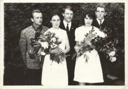Moonika Laini vanaema Virve Vahermetsa (paremal) keskkooli lõpupidu. Aasta oli 1969. Fotod: ERAKOGU