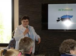 Niina Peerna Eesti delegatsiooni tutvustamas.
