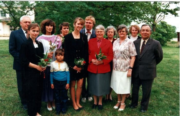 Noormees tagareas on Contra, kodanikunimega Margus Konnula, Kuldre 9-kl kooli inglise keele õpetajana. Selles ametis oli ta 25. aprillist 31. maini 1994.