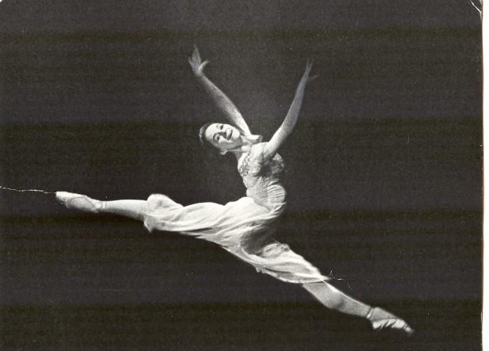 """Kauaaegne priimabaleriin ja balletipedagoog Tiiu Randviir tunnistab, et lemmikosi on tal teatris olnud palju. Nende hulka kuulub ka Julia roll 1965. aastal Estonias etendunud balletis """"Romeo ja Julia""""."""