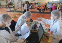 Mikroskoopia ülesande lahendajad nägid välja nagu tõelised laborirotid. Foto: Sirje Pärismaa