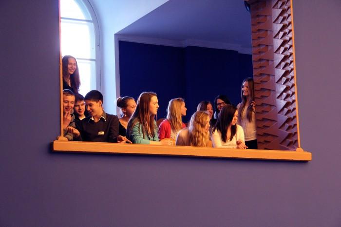 Riigikogu rõdult kuulasid õpetajahariduse uuendamise juttu kooliõpilased.