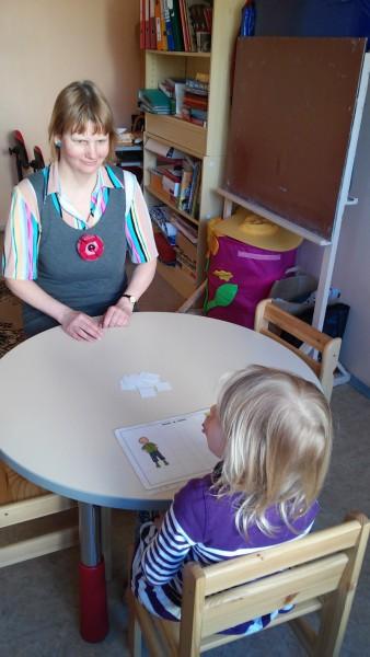 Logopeedi juhendamisel harjutades saab hääldusprobleemidest tavaliselt jagu, teab Tallinna Pallipõnni ja Kiikhobu lasteaia logopeed Anne-Ly Savason. Foto: Erakogu