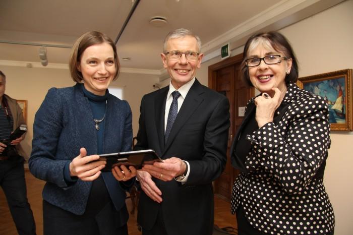 Tähtsast päevast tundsid koos kunstikollektsionäär Enn Kunilaga rõõmu Mikkeli   muuseumi direktor Aleksandra Murre (vasakul) ja Eesti kunstimuuseumi direktor Sirje Helme.