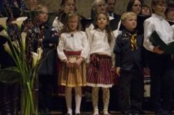 New Yorgi eesti kooli aktusel laulavad koos mitu põlvkonda. Foto: Riina Sõbra
