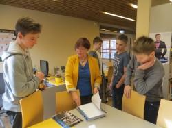 Õppekirjandusega tegelemine moodustab suure osa kooliraamatukoguhoidja Anne Valdru tööajast.