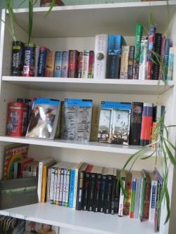 Tartu Kesklinna kooli klassides on riiulid, kuhu õpetajad ise toovad õpilastele raamatuid, mida nad vajalikuks peavad.