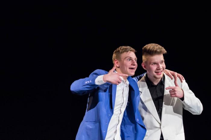 """Grand prix' pälvis Tartu Waldorfi gümnaasiumi lavastus """"Ülikond"""". Foto: Janar Märjama / Eesti kooliteater"""