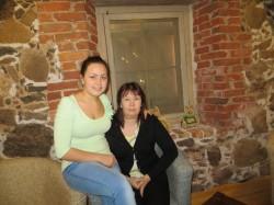 Laura koos sotsiaalpedagoogi Merle Annusveriga.