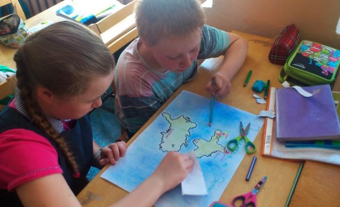 Õppimine Pärnu Tammsaare kooli keelekümblusklassis on vaheldusrikas ning ei lase õpilastel ega õpetajal rutiini langeda. Foto: Innove