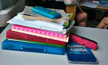 Belgia koolis on väga palju paberimajandust ja vähe õpikuid. Foto: Merilin Raidmets