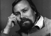 """""""Valdur Liiv on väga karismaatiline isiksus. Noor, õrnas eas inimene alles õpib karismat märkama. Aastaid hiljem näed, et see, mis tundub kellegi puhul liigse agaruse, liigse emotsionaalsuse või isegi liigse südamlikkusena, on karisma,"""" iseloomustab Hannes Võrno pildil olevat meest.  Foto: Heino Köss / Virumaa Muuseumide kogu"""