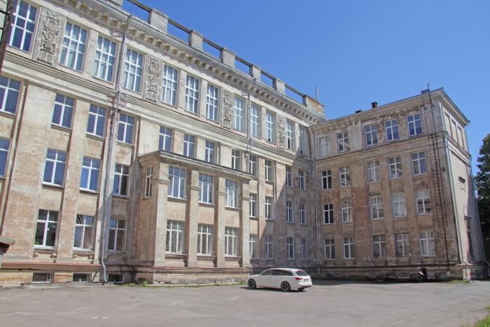 1955. aastal valminud stalinistlik koolimaja Vana-Kalamaja tänaval rekonstrueeritakse tänapäevaseks põhikoolihooneks. Foto: Raivo Juurak