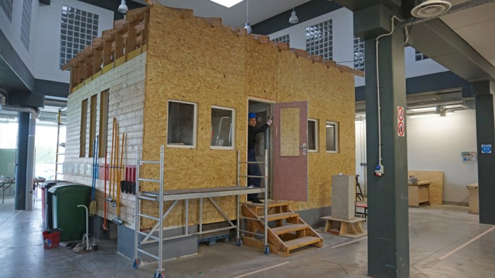 Tallinna mehaanikakooli projektipõhise õppe maja, mida ehituserialade õppijad pidevalt ehitavad ja lammutavad. Foto: Raul Ammer