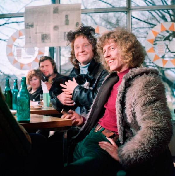 """Paipoisist sirgus krutskivend. Fotol on Jüri Vlassov (paremal) koos Mihkel Smeljanskiga mängufilmis """"Tavatu lugu"""". Aasta oli 1973. Foto: EFIS"""