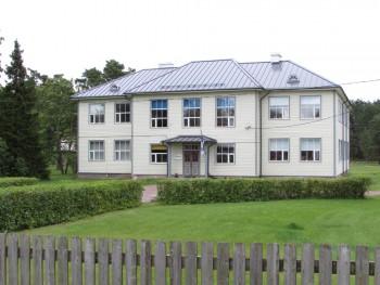 1937. aastal valmis Vormsil Hullo külas uus ruumikas koolimaja, mille ehitas saarerahvas ühiselt.