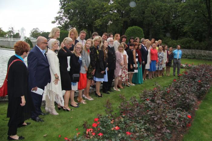 Presidendi vastuvõtule tulnud külalisõpetajatest tehti suur ühine foto. Foto: Raivo Juurak