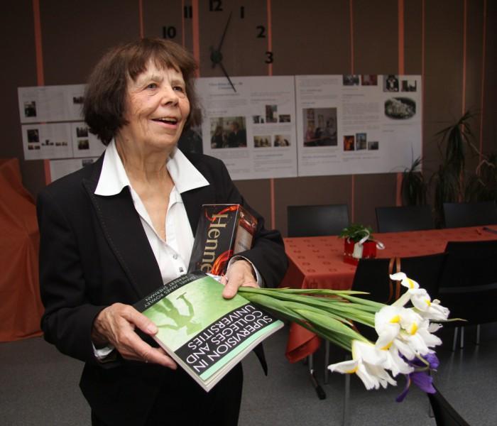 Juubelit tähistanud professor Viive-Riina Ruus loodab, et haridus- ja kultuurirahvas hakkab edaspidi teineteisele lähenema. Foto: Raivo Juurak