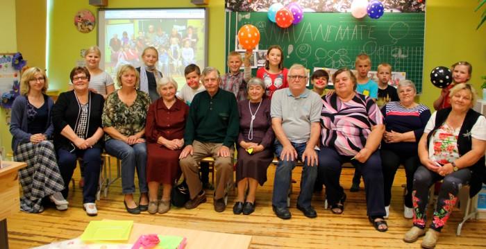 Vanavanemate päevast olid vaimustuses nii suured kui ka väiksed. Õpetaja Merle Lepik vasakult esimene. Foto: erakogu