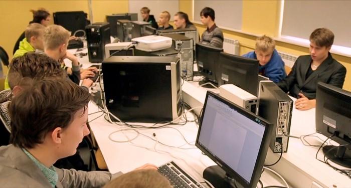 IT-kolledž hindab kutsekooli taustaga sisseastujaid kõrgelt, sest need teavad, mida õpivad, ja praktilise baasi pealt on neil lihtsam ka teooriat omandada. Foto: Kaire Mets