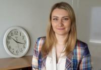 Inimeseõpetuse õpetaja Alina Laaneväli õpetab oma vene rühmadele inimeseõpetust eesti keeles ja annab neile ka eesti keelt teise keelena. Foto: Irina Maksimova