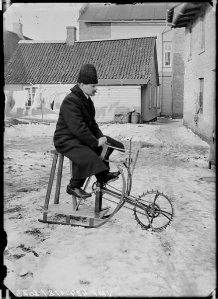 Rataskelk, pildistatud 1913 Viljandis. Viljandi Muuseumi kogu