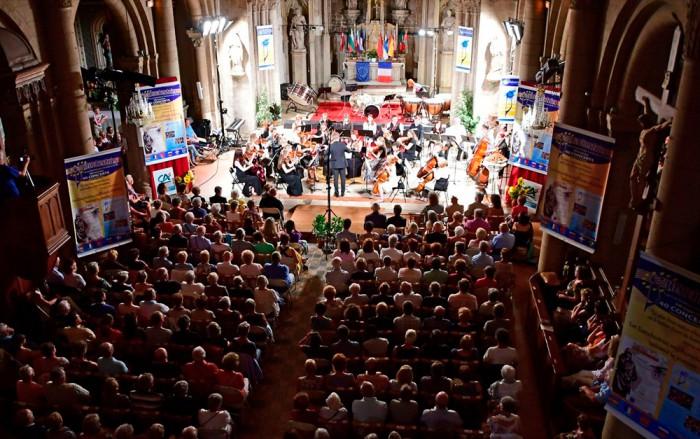 "Festivali ""Eurochestries"" avakontsert Jonzaci kirikus. Foto: Jacky Berthelot"
