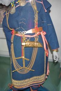 Muinasaja naise rõivastuse rekonstruktsioon. Foto: Merili Metsvahi