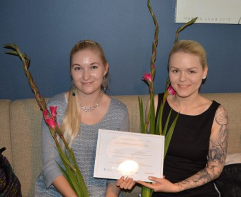 Tallinna keskraamatukogu nimel võtsid Euroopa keeleõppe tunnuskirja vastu Kristiin Meos ja Kristel Palk.