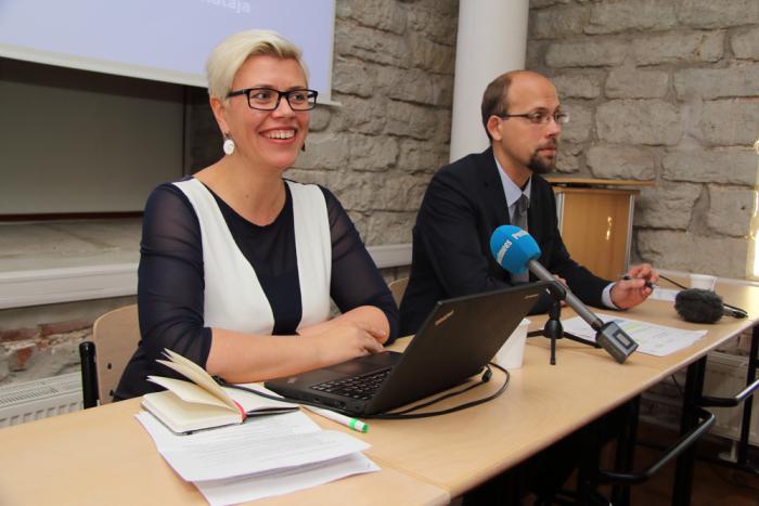 HTM-i välishindamise osakonna juhataja Kristin Hollo ja SA Innove hariduse agentuuri juht Tanel Oppi. Foto: Raivo Juurak